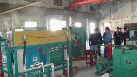 中频加热炉的主要组成部分为:整流部分,逆变部分,调节器电路部分,操作